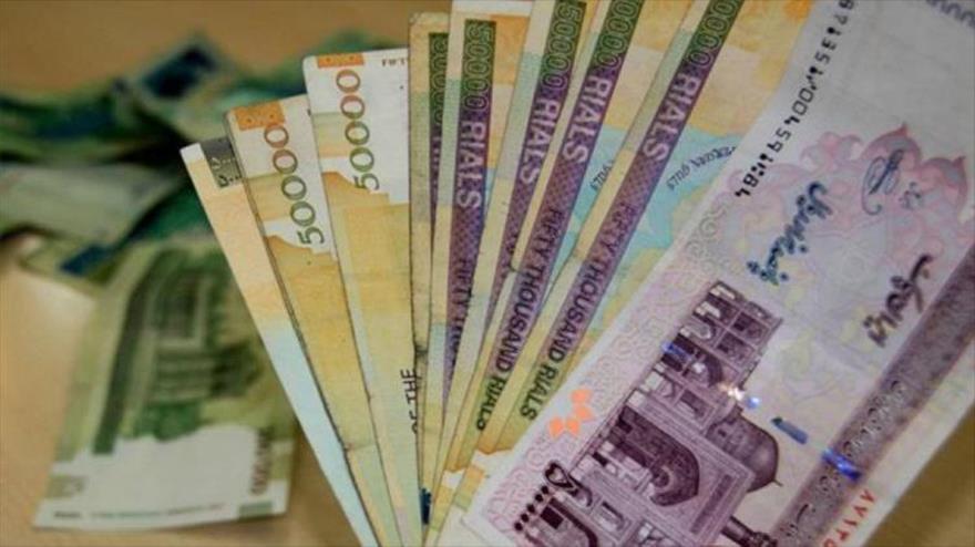 Billetes de 50 000 y 500 000 rials de Irán.