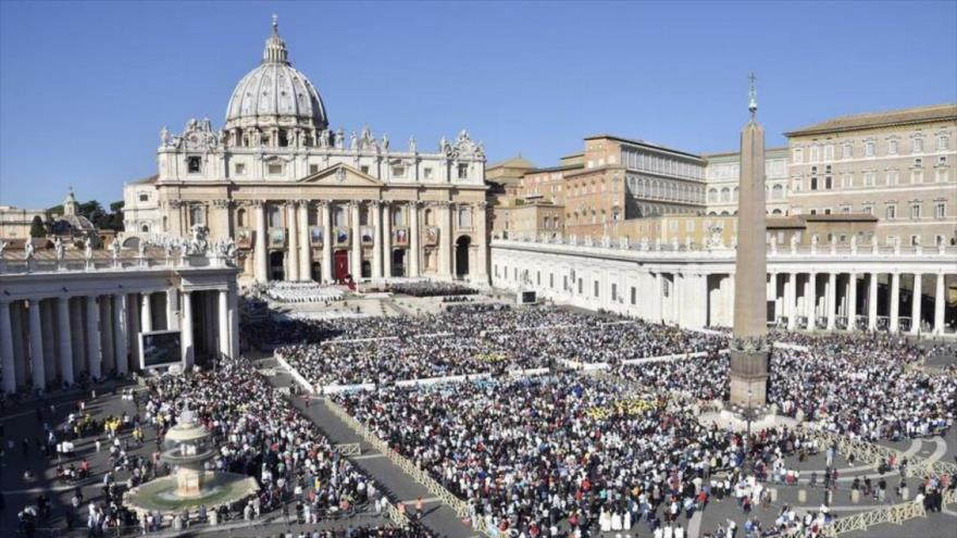 Vista de la basílica de San Pedro situada en la ciudad del Vaticano, sede de la máxima institución de la Iglesia católica.