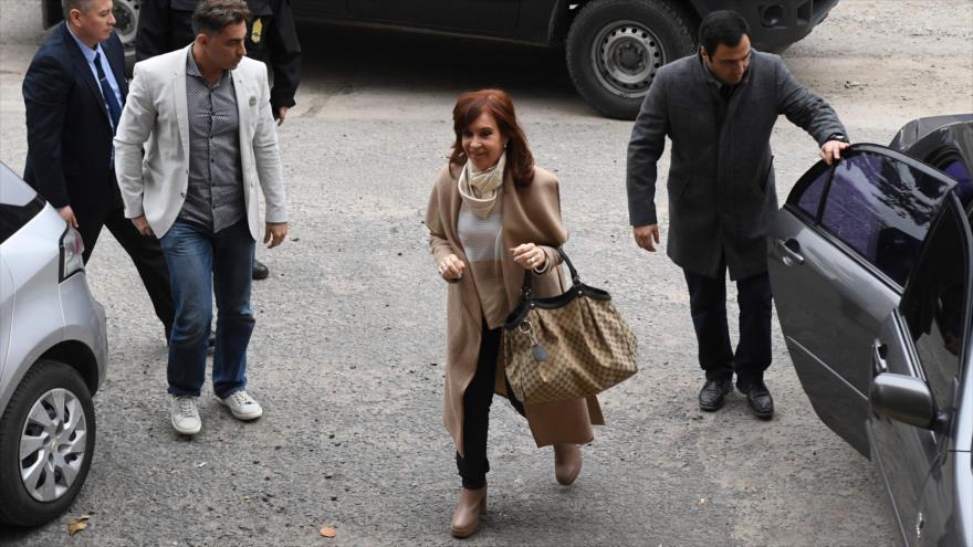 La expresidenta argentina Cristina Fernández llega a una corte federal en Buenos Aires (capital), 3 de septiembre de 2018. (Foto: AFP)
