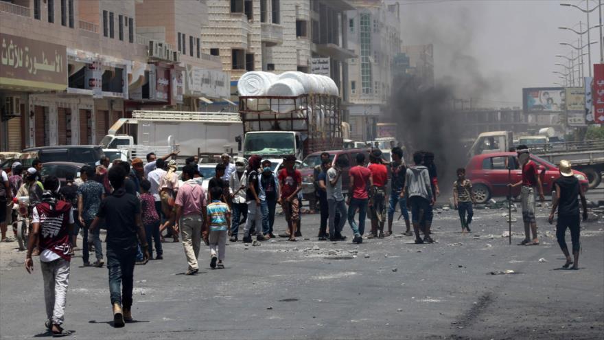Yemeníes denuncian hambre en zonas controladas por régimen de Hadi