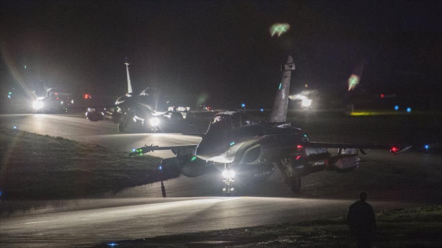 Cazas franceses Rafale preparándose para despegar en la base militar aérea Saint-Dizier, en el este de Francia, 13 de abril de 2018.