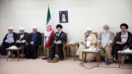 Líder: Irán ha salido victorioso de complots del imperialismo
