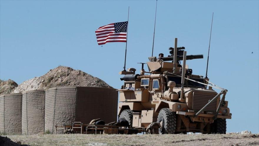 Un soldado estadounidense en un vehículo blindado en la ciudad siria de Manbiy, 4 de abril de 2018.