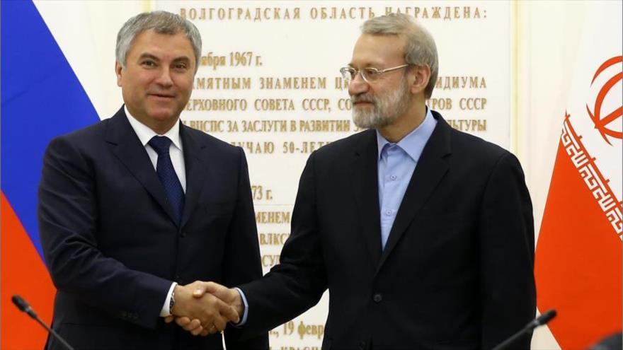 El presidente del Parlamento de Irán, Ali Lariyani, (drcha.) y el presidente de la Duma rusa, Viacheslav Volodin, 6 de septiembre de 2018. (Foto: ICANA)