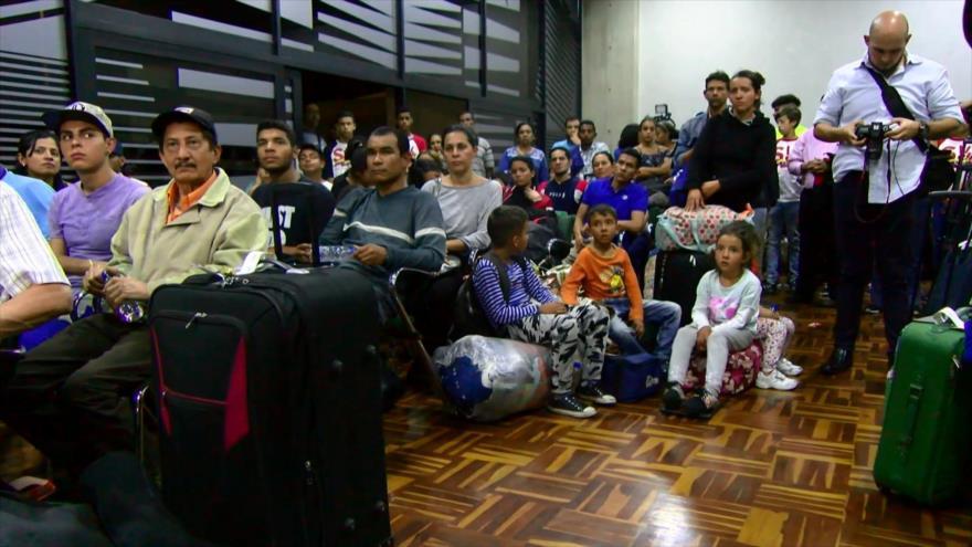 Venezolanos retornaron de Perú en vuelo financiado por Maduro
