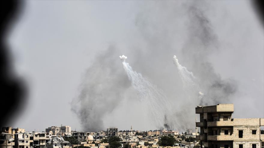 Un ataque aéreo realizado por EE.UU. en la ciudad de Al-Raqa, norte de Siria, julio de 2017. (Foto: AFP)