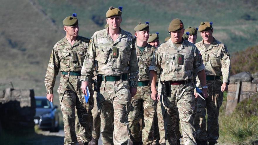 Soldados del 4.º Batallón del Regimiento Real de Escocia en la localidad inglesa de Stalybridge (Foto: Business Insider), junio de 2018.