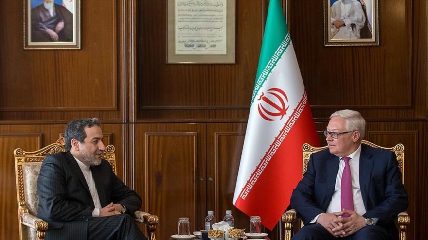 Irán y Rusia impulsarán lazos comerciales pese a embargos de EEUU