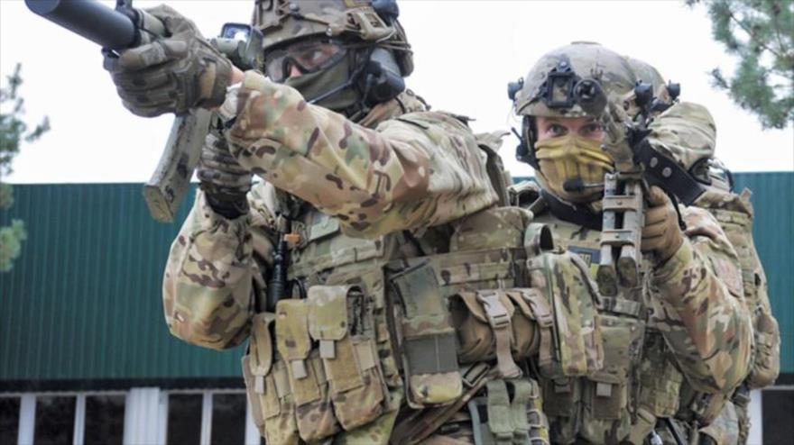 Fuerzas del servicio de seguridad de Ucrania (SBU, por sus siglas en ucraniano) durante un ejercicio militar.