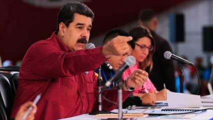 Maduro tilda de 'estúpida' campaña injerencista de EEUU