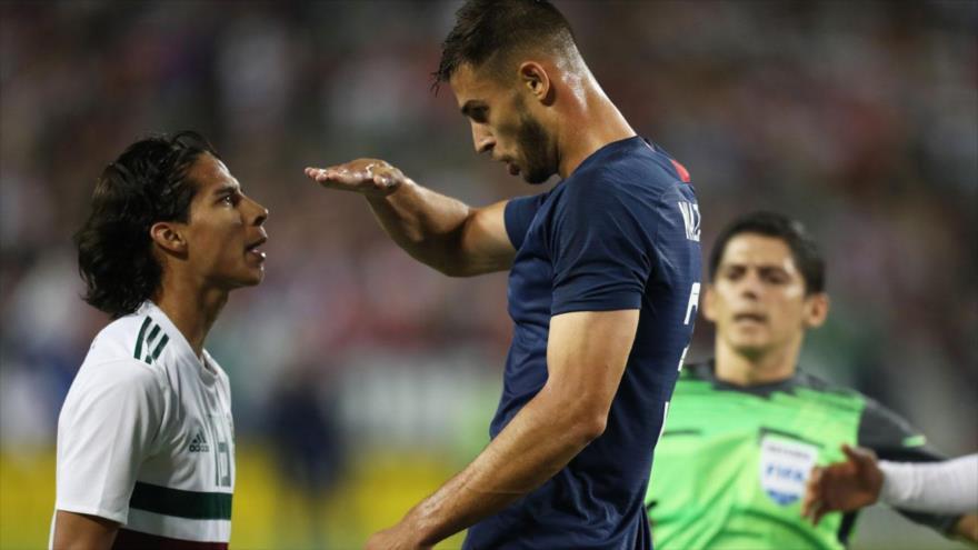 Vídeo: Futbolista de EEUU se burla de estatura de rival mexicano