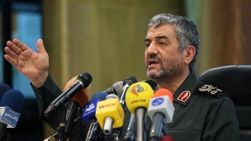 El comandante en jefe del Cuerpo de Guardianes de la Revolución Islámica (CGRI) de Irán, el general de división Mohamad Ali Yafari, en rueda de prensa.