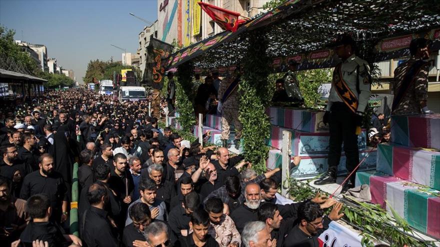 Miles de iraníes se despiden de 135 mártires de la Defensa Sagrada