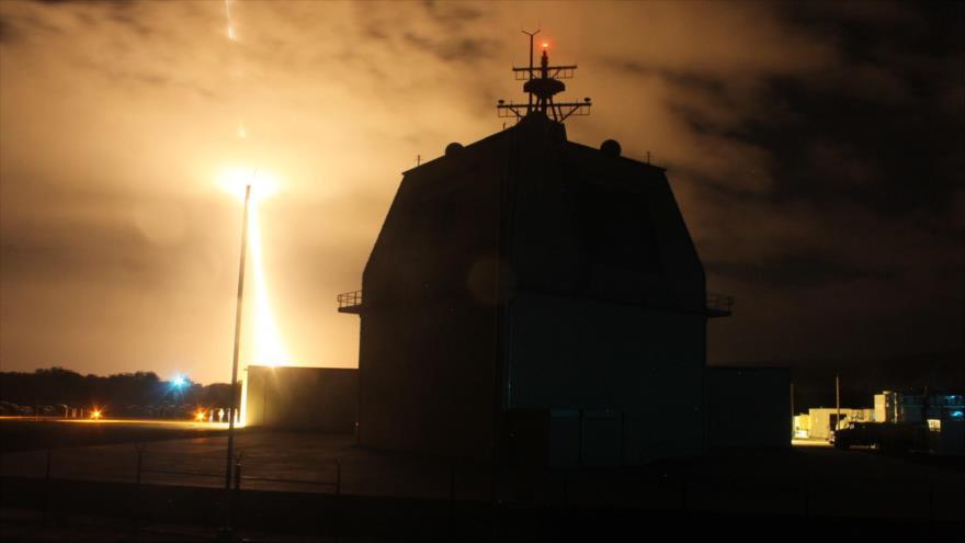 Japón y EEUU utilizan Aegis y derriban un misil balístico en Hawái