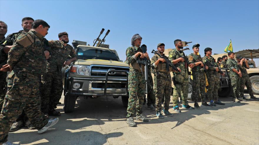 Miembros de YPG se reúnen en la ciudad de Shadadi (noreste de Siria), 11 de septiembre de 2018. (Foto: AFP)