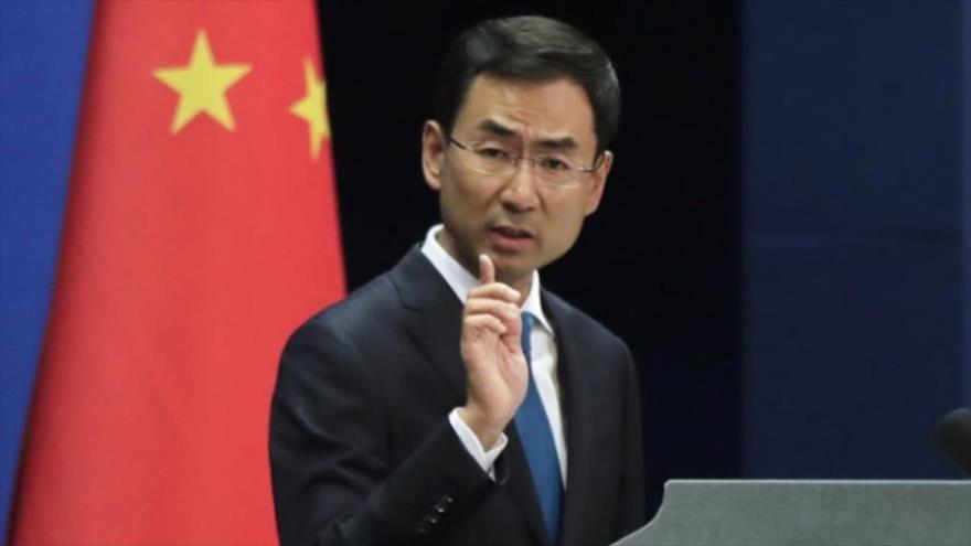 Geng Shuang, portavoz del Ministerio de Exteriores de China, en una rueda de prensa.