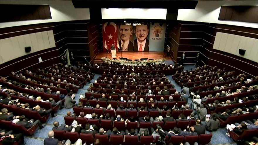 Erdogan acusa a EEUU de lanzar un ataque económico contra Ankara