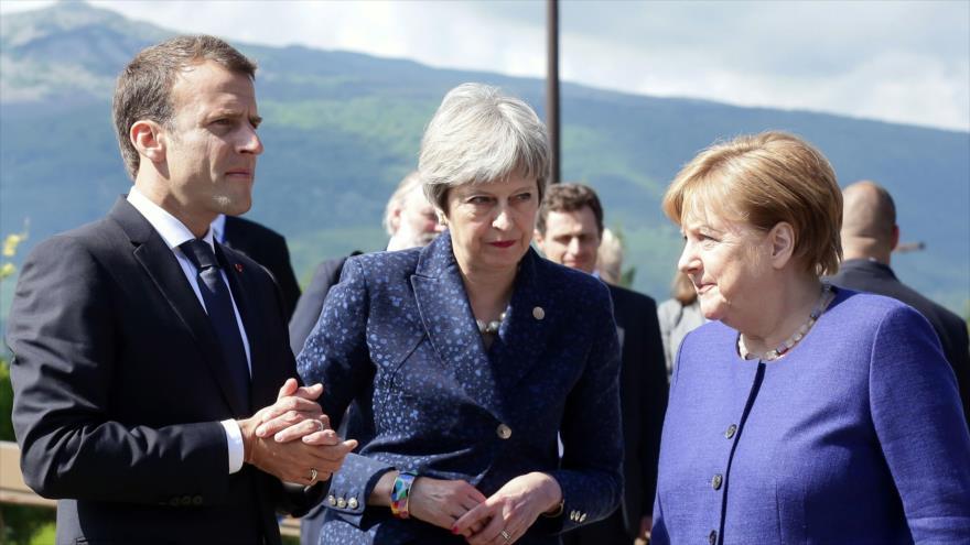 El presidente galo, Emmanuel Macron, la premier británica, Theresa May (C) y la canciller alemana, Angela Merkel, en Sofía, 17 de mayo de 2018. (Foto:AFP)