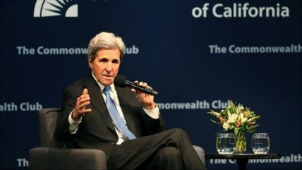 Kerry: Trump ha de preocuparse por reunión de Manafort y Mueller