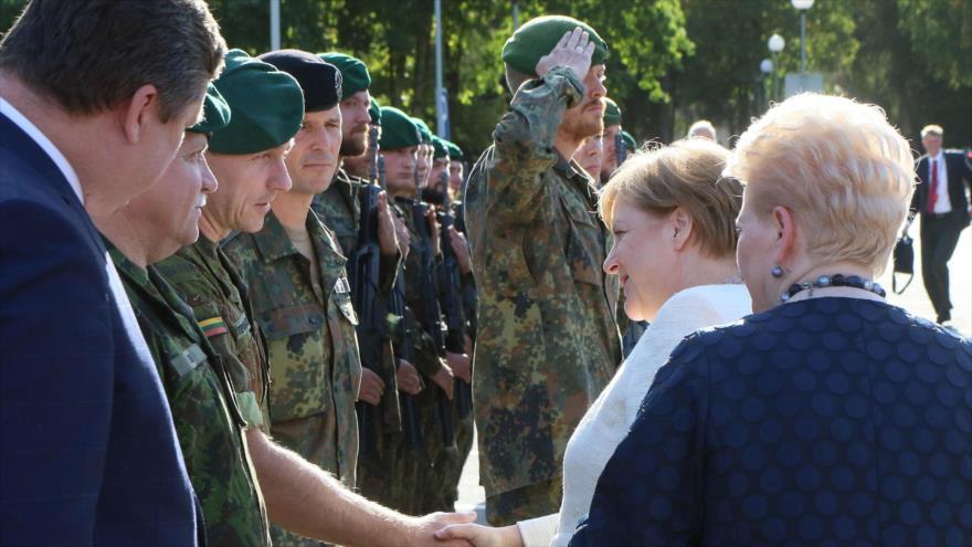 Merkel: Rusia dirige una guerra híbrida contra fuerzas alemanas de OTAN