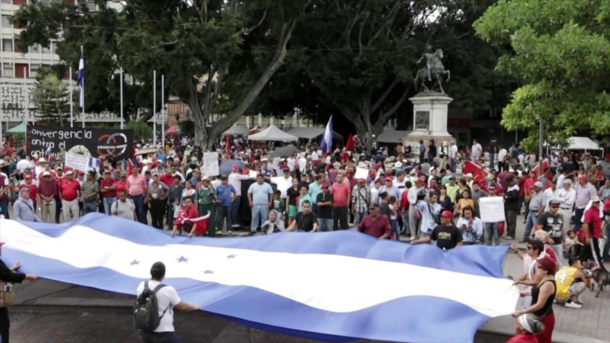 Reprimen con gas lacrimógeno marcha opositora en Honduras