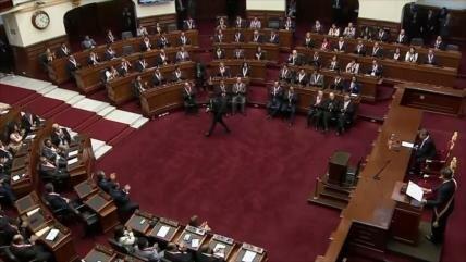 Referéndum en Perú enfrenta a presidente contra Congreso