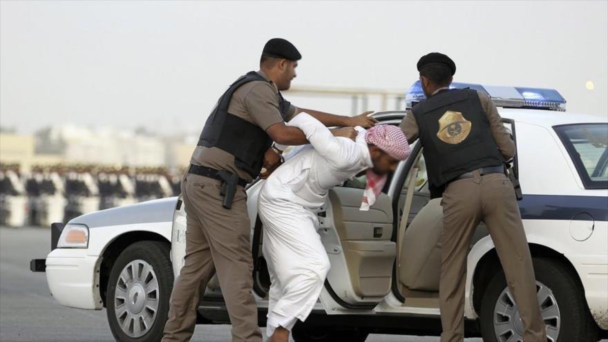 Un ciudadano detenido por agentes militares de Arabia Saudí.