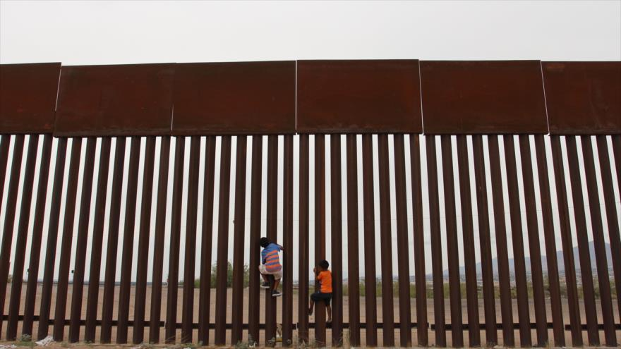 "Trump pide impulsar muro para evitar llegada de ""crimen"" desde México"