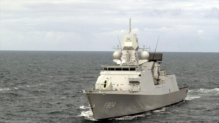 El buque insignia del grupo naval de la OTAN, el HNLMS De Ruyter.