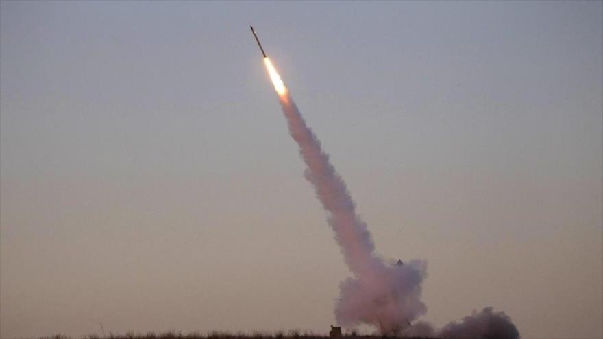 Fuerzas yemeníes lanzan misil Badr-1 contra nueva base saudí en Jizan