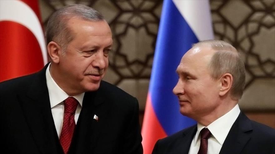 """Putin y Erdogan se reúnen para tratar """"espinosa"""" situación de Idlib"""