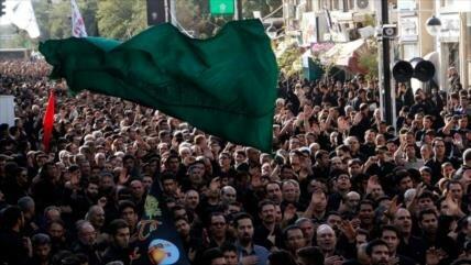 Millones de iraníes rememoran Tasua en todo el país