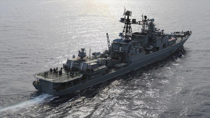 El portaviones ruso Admiral Kuznetsov en una maniobra en el mar Mediterranéo.