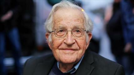 Chomsky destaca que Lula debería ser nuevo presidente de Brasil