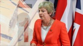 Theresa May, en el laberinto del Brexit, recurre a tono amenazante
