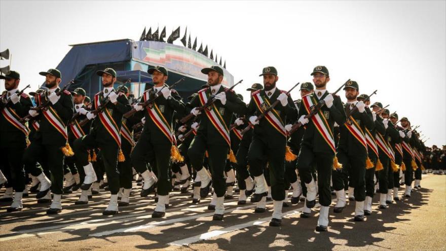 Las fuerzas del Cuerpo de Guardianes de la Revolución Islamica (CGRI) de Iran durante un desfile militar en Teheran, 22 de septiembre de 2018.