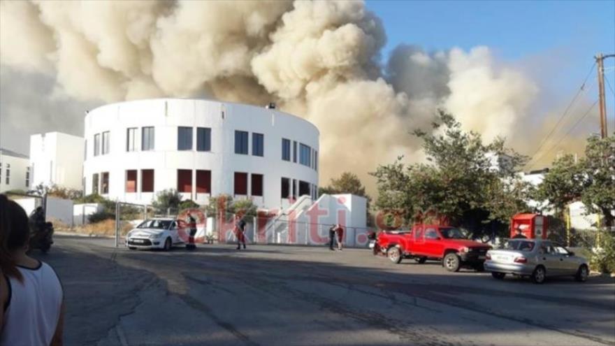Un fuerte incendio arrasa la Universidad de Creta en Grecia | HISPANTV