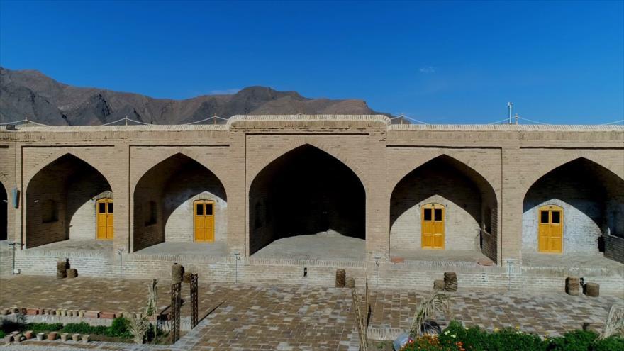 Irán: 1- El caravasar de Kalmard y el desierto de Tabas 2- Savadkuh, en Mazandarán 3- La artesanía de Arak