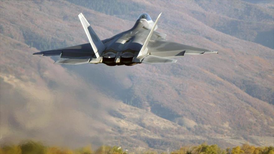Foto: Avión ruso intercepta un caza F-22 de EEUU en cielo de Siria