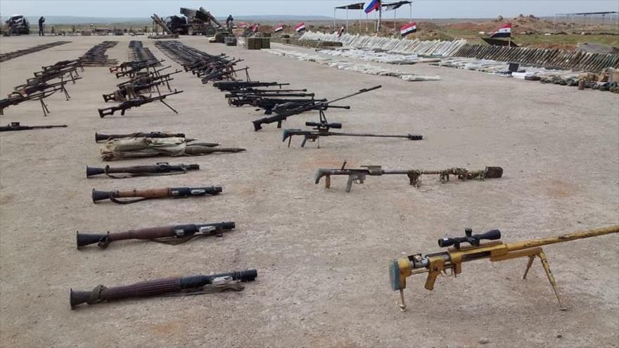 Armas y municiones incautadas de un depósito del grupo terrorista EIIL (Daesh, en árabe) en Siria.