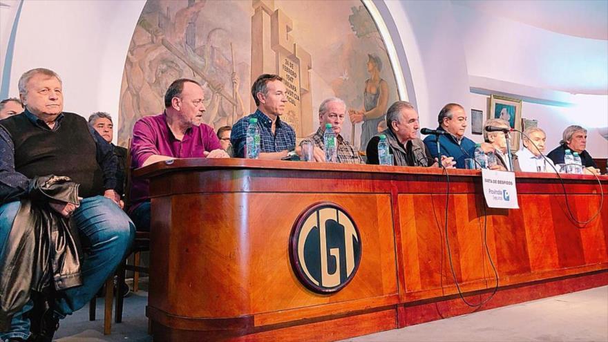 Miembros de la Confederación General del Trabajo (CGT), la mayor central obrera de Argentina, en una rueda de prensa, 25 de septiembre de 2018.