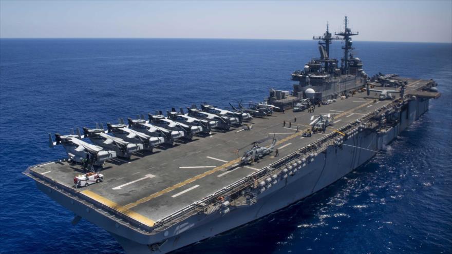 Un navío estadounidense en el océano pacifico.