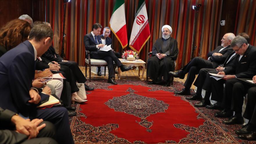 El presidente de Irán, Hasan Rohani (dcha.), se reúne con el primer ministro italiano, Giuseppe Conte, 26 de septiembre de 2018. (Foto: president.ir)