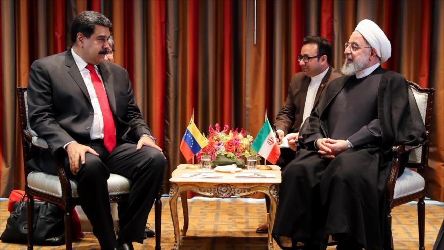 El presidente de Irán, Hasan Rohani (dcha.), se reúne con su homólogo venezolano, Nicolás Maduro, en Nueva York, EE.UU., 26 de septiembre de 2018. (Foto: president.ir)