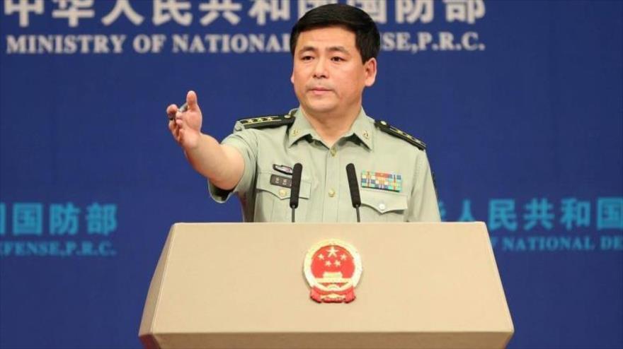 El portavoz de Defensa de China, Ren Guoqiang, en una rueda de prensa.