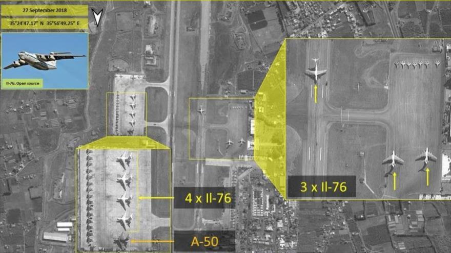 Foto satelital revela arsenal de aviones militares rusos en Siria