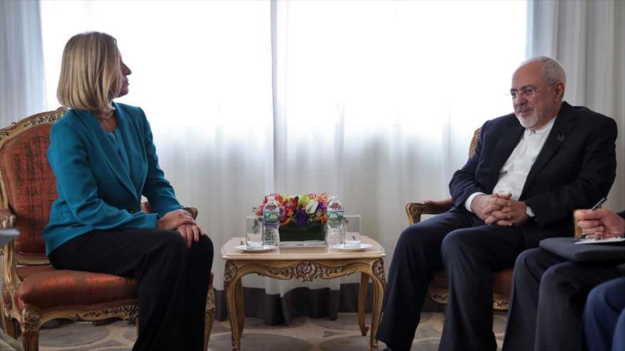 El canciller iraní, Mohamad Yavad Zarif, se reúne con la jefa de la Diplomacia europea, Federica Mogherini, en Nuea York, 24 de septiembre de 2018.