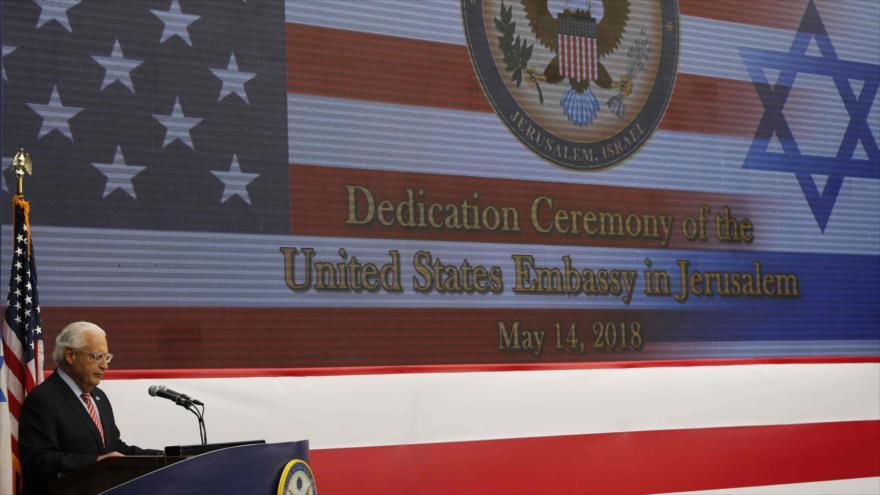 El embajador de EE.UU. en territorios palestinos, David Friedman, habla en la inauguración de la embajada en Al-Quds, 14 mayo de 2018. (Foto: AFP)