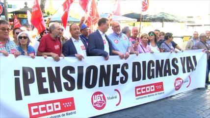 Pensionistas españoles se manifiestan en el Día de los Mayores