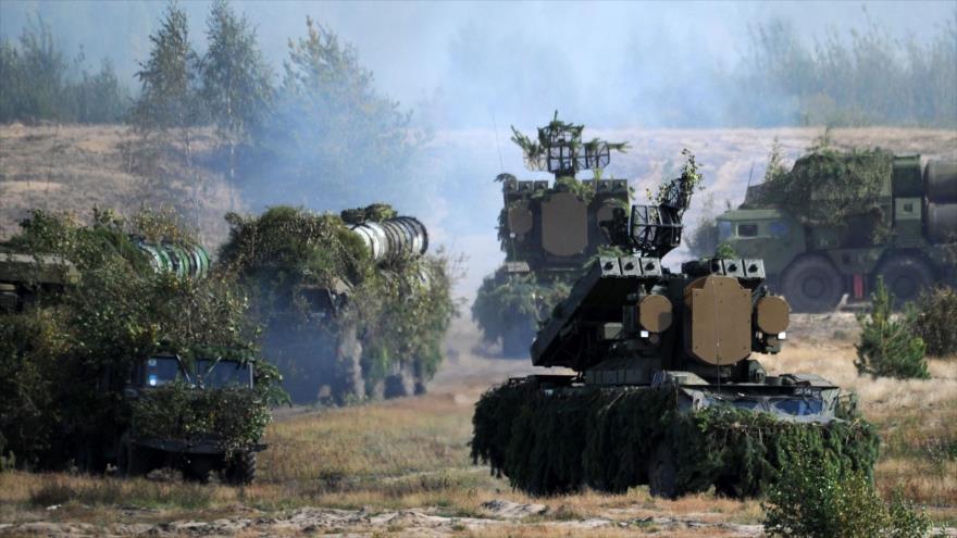 Sistemas antiaéreas S-300 en unos ejercicios militares, 19 de septiembre de 2018. (Foto: AFP)